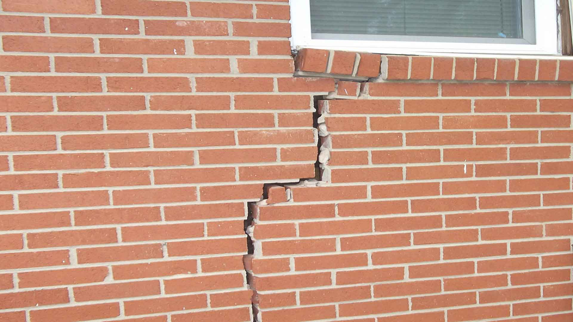 brick-home-with-crack-in-brick-wall-due-to-foundation-settling